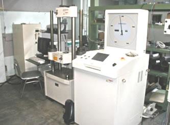 写真:万能試験機(200kN)